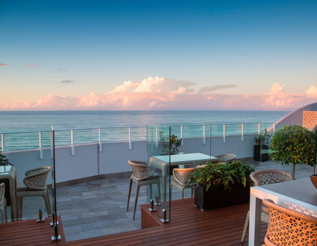 That view! Not sure what is better; our Point Multi Grey tiles or the oceanfront. Either way it's good to look at! 📸🌅 #urbantiles #urbantileco #rooftop #outdoortiles #outdoorinspiration #outdoorliving #resortliving