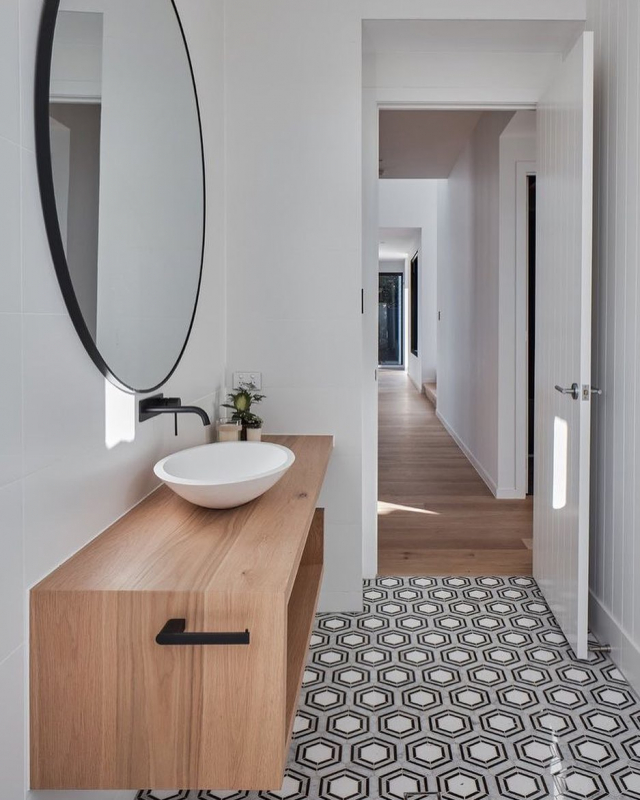 ✨This perfect bathroom situated in Wellington point QLD. Thank you @oh.architecture for specifying our beautiful Tholos Quattro mosaic currently on sale 🍾