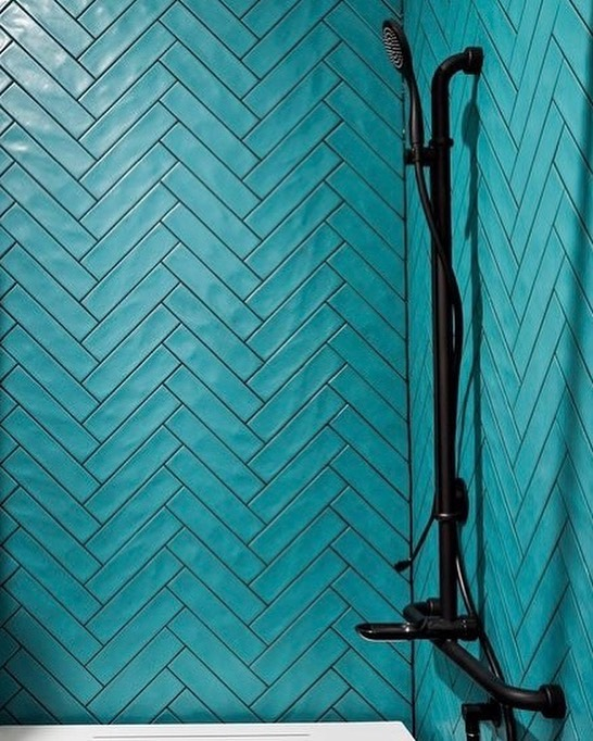How striking are these 75x300 turquoise Corner subways installed by @prekaro_projects